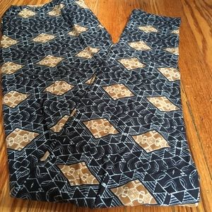 Lularoe TC leggings in GORGEOUS neutral print!